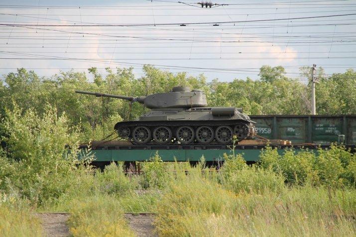 Москвич пытался провезти танк Т-34 на поезде через границу